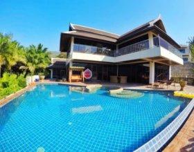 Happy Holidays Luxury Pool Villa