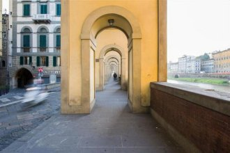 Ponte Vecchio Exclusive Flat