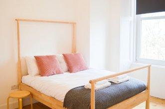 Contemporary 1 Bedroom Edinburgh Flat