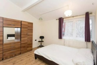 2Bed in Fantastic Location 2 mins Walk From Tube