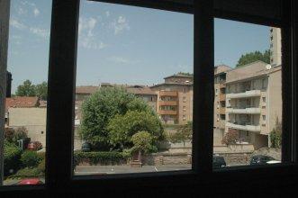 Grand T2 palais de justice apartment