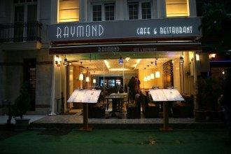 Отель Raymond