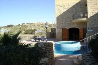 Il-Kalkara Farmhouse