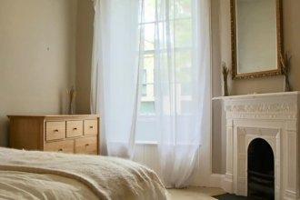 Spacious 2 Bedroom Flat Near Edinburgh New Town