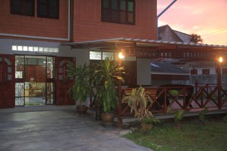 The Old Hostel Suratthani
