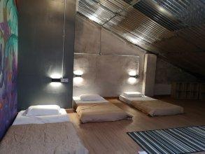 Iron Inn - Hostel