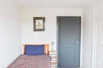 Spacious 4 Bedroom Family Home in Hove