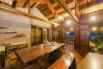 Wooden Lodge Homestay