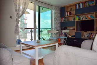 Modern 2 Bedroom Apartment with Stunning Views