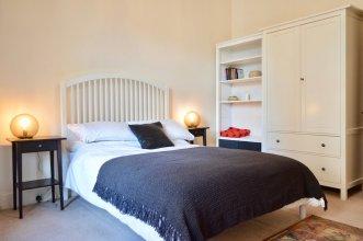 2 Bedroom Morningside Flat