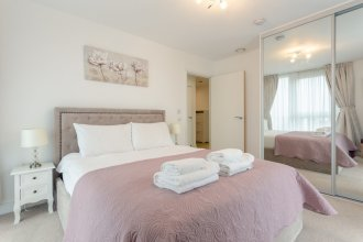 1 Bedroom Flat in Surrey Quays With Balcony