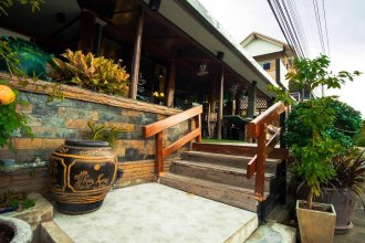 Khum Klao Teak Hut Resort
