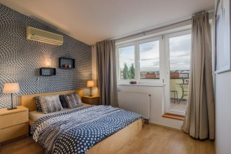 Prague 1 Sunny Apartment