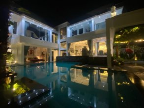 Art Pool Villa