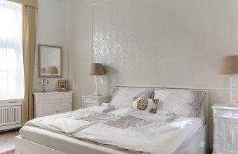 Chestnut & Eliza Suites - Superior Homes