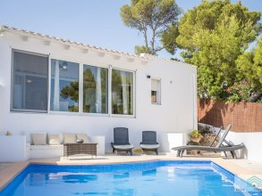 Nice Villa for 4 People With Private Pool Within Walking Distance of the Beach