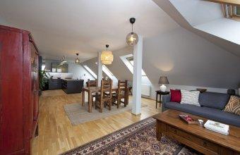 Spacious Treetop Apartment by easyBNB