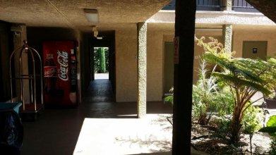 Howard Johnson Inn & Suites Reseda