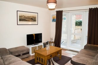 Bright 2 Bedroom Flat With Patio
