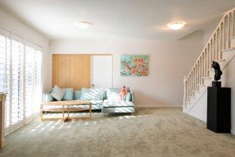 Sunny Pasadena Mansion, Sparkling Heated Pool & Projector Room!