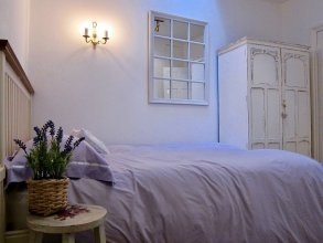 Light and Open 2 Bedroom Flat by Gloucester Road