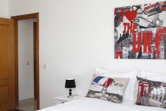 Wondrous Terrace Apartment in Cascais