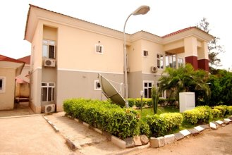 Pine Crest Exclusive Hotel & suite