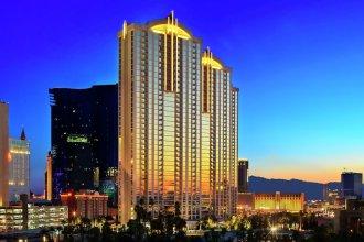 888 One Bedroom Balcony Suite at Signature Condo Hotel