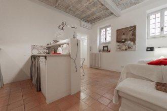 Gonfalone Apartment