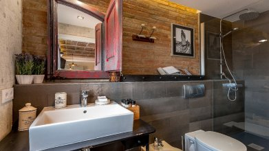 UD Apartments - Penthouse Vintage Suite with Terrace 5.3