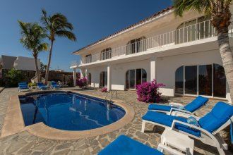 Ideal for Family/groups Steps From Beach: Villa Oceano, 4 BR