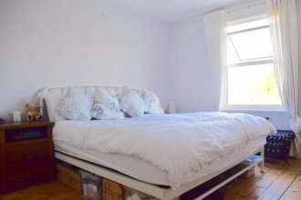 3 Bedroom Victorian Flat With Parking in South East London