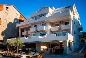 Adeona apartments - On the beach