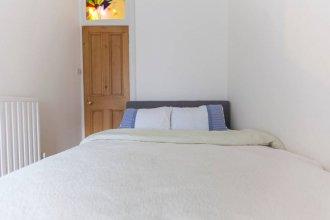 2 Bedroom Apartment Near Edinburgh Castle