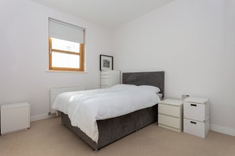 2 Bedroom Apartment in West Hampstead With Balcony
