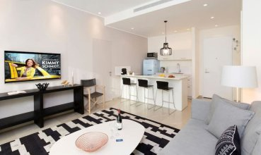 Dashing 1BR in White city by HolyGuest