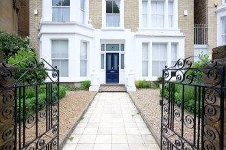 2BR apt w/ Garden Near Clapham High Street Station