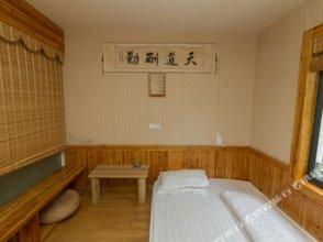 Huaqiao Hostel