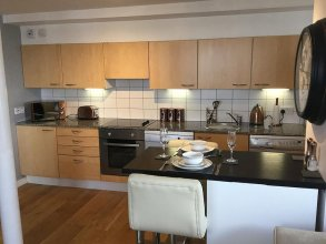 1 Bed Luxe Dockland Apartment - Free parking