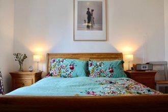 2 Bedroom Edinburgh Apartment In Great Location