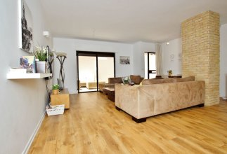 Amazing 3BR Garden Apt near Gordon Beach