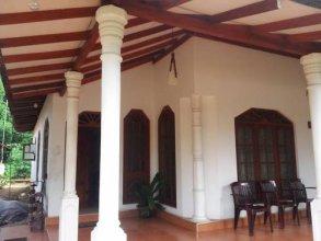 Lahuru Safari Home Stay