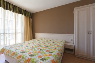 Quiet One Bedroom Apartment with Balcony