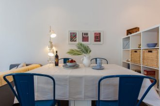Typical Light Filled Graça Apartment + Free Pickup, By TimeCooler