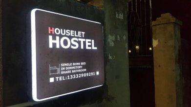 Houselet Hostel