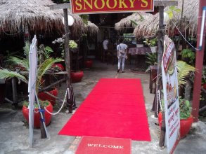 Snooky'S Guest House Garden Bar And Restaurant