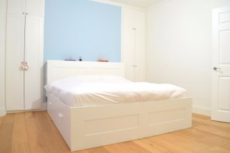 2 Bedroom Victorian Flat in Zone 1 Sleeps 4
