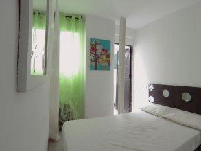 Estudio en bajos y patio int 4m2 en Puerta del Angel AZBB1