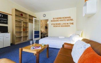 Urania Smack Apartment
