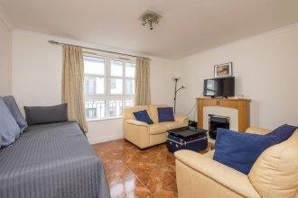 Central 2-bedroom apt w/ Parking Close to Royal Mile